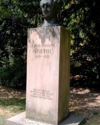 Пам'ятник  Ґете біля Ґейдельбергського замку