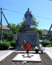 Памятник воинам в Балабино у Запорожья