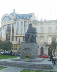 Пам'ятник Михайлу Грушевському у Львові