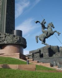 Монумент Победы и аллея «Годы войны» в Москве