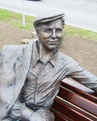 Памятник сталевару Саше Савченко в Запорожье