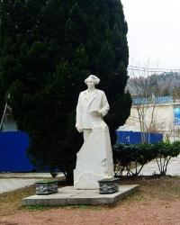 Памятник С.Н.Сергееву-Ценскому в г.Алуште