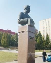 Пам'ятник Володимиру Гнатюку  в Тернополі