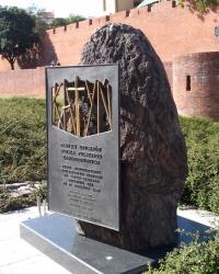 Варшава. Пам'ятник закатованим в Катині