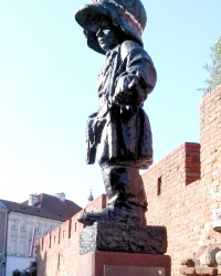 Варшава. Пам'ятник маленькому повстанцю