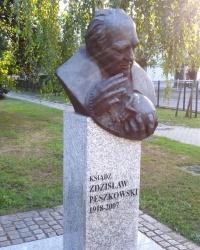 Бюст священика Пешковського в Грудзьондзі, Польща