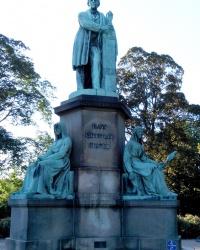 Копенгаген. Пам'ятник Гансу Ерстеду