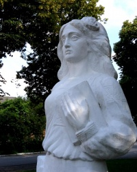 Пам'ятник «Альма матер» в Умані