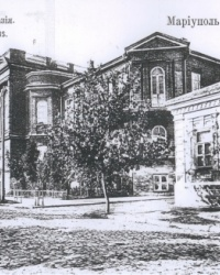 Бывшее здание Александровской мужской гимназии в Мариуполе