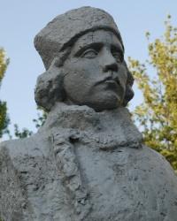 Памятник Кузьме Апатову в Мариуполе