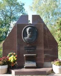Памятник основателю Миргородского курорта И. Зубковскому