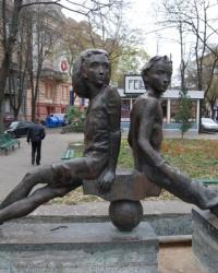 Скульптурная композиция  «Петя и Гаврик»