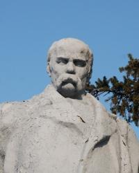 Памятник Т.Г. Шевченко в Миргороде