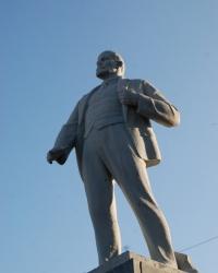 Памятник В.И.Ленину  на пр.Победы в Мариуполе