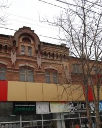 Здание бывшего ликеро-водочного завода в Мариуполе