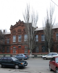 Здание бывшего низшего механико-технического училища в Мариуполе