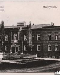 Здание бывшего духовного училища в Мариуполе