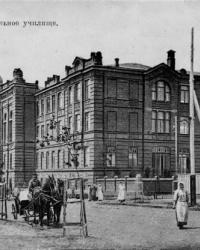 Здание бывшего епархиального училища в Мариуполе