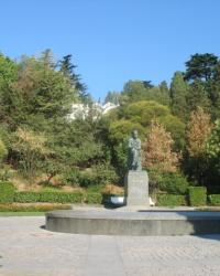 Памятник А. П. Чехову (Приморский парк)