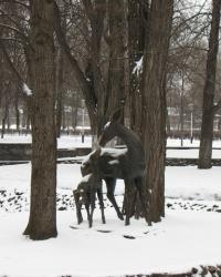 Скульптура оленей в Днепродзержинском парке