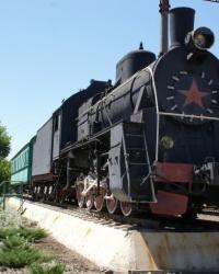 Паровоз и вагон-музей на станции Помошная