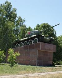 Военная техника на постаменте: Т-34 в Новоукраинке