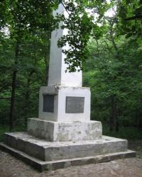 Затерянный обелиск - Памятник в честь окончания строительства дороги Симферополь-Алушта (1824—1826 гг.)
