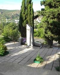 Братская могила воинов, погибших при освобождении Крыма с. Малореченское