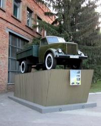 Автомобиль ГАЗ-51А на постаменте в г. Днепропетровск
