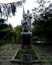 Братская могила и памятник павшим односельчанам пос. Подпорожнянка, г. Запорожье