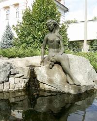 "Скульптура ""У ручья"""