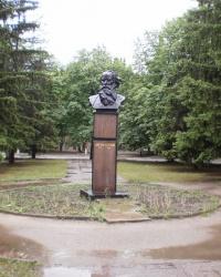 Площадь и памятник Толстого.