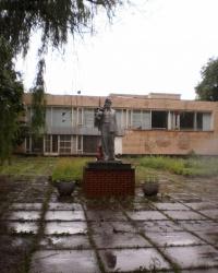 Памятник горняку у шахты имени Ленина.