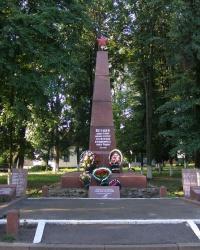 Памятник советским воинам в пгт Емильчино