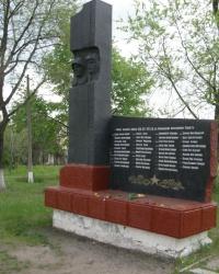 Памятник воинам, которые погибли по Горняцкому поселковому совету  (Снежное)