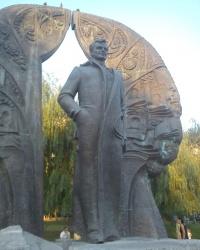 Памятник Георгию Гонгадзе в Киеве