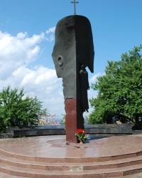 Памятник Погибшим морякам и судам Черноморского пароходства.