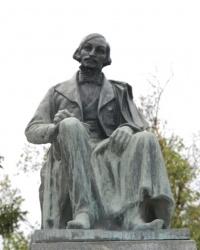Памятник Н.В.Гоголю в Великих Сорочинцах