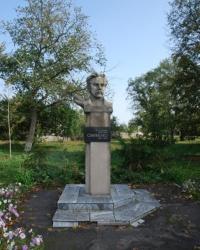 Памятник В.И.Самойленко в Великих Сорочинцах