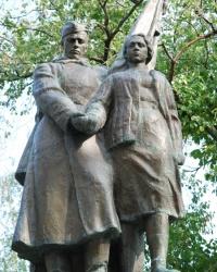Памятник героям в Великих Сорочинцах