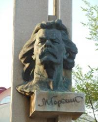 Стела с горельефом М. Горького