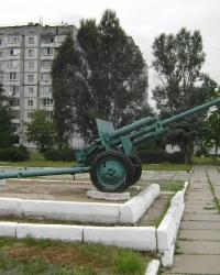 Противотанковая пушка на постаменте в Гвардейском