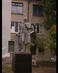 Скульптура Н.И.Пирогова возле городской больницы №1 в г.Павлограде
