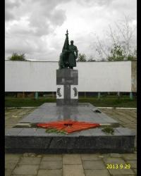Памятник воинам, партизанам и односельчанам, погибшим в годы ВОВ, с мемориальной доской Героя Советского Союза Герасименко И.С.