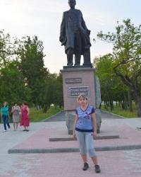 Памятник А.Довженко в г. Новая Каховка