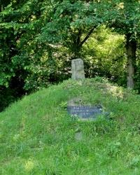Меморіальний знак героям Букринського плацдарму в с. Великий Букрин
