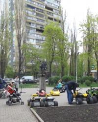 Русанівський парк. Схованка.