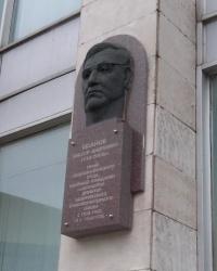 Меморіальна дошка Віктору Іванову в Запоріжжі