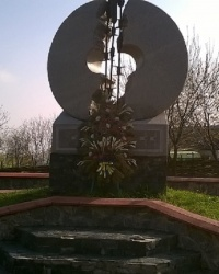 Памятник жертвам Голодомора 1932-1933 годов в г.Вышгород